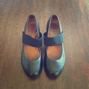 Gentile Soles by Kenneth Cole